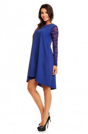 Trapezowa sukienka z przedłużonym tyłem i koronką KM161