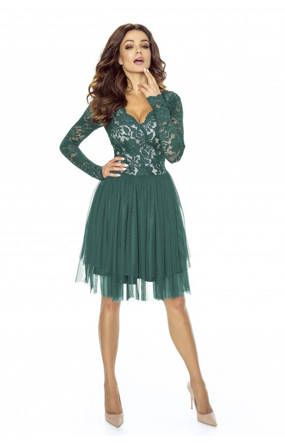Wieczorowa sukienka z rozkloszowaną, tiulową spódnicą w kolorze butelkowej zieleni.