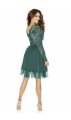 Sukienka z dekoltem w szpic z przodu i z tyłu. Piękne wykończenie estetycznie podkreśla biust.
