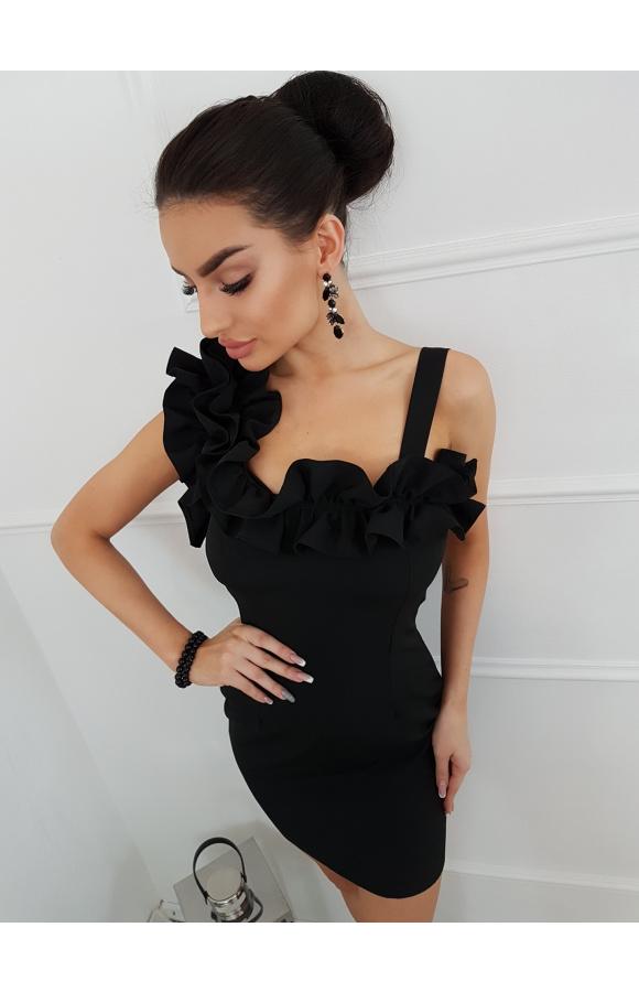 Czarna, wieczorowa sukienka mini z niebanalnymi falbanami.