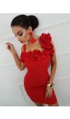 Czerwona, dopasowana sukienka mini z falbankami przy dekolcie i jednym ramiączku.