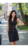 Czarna sukienka bez rękawów o dopasowanym, opiętym kroju i dekolcie w kształcie litery V.