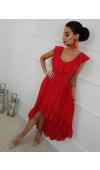 Sukienka krótsza z przodu i długa z tyłu. Dekolt i dół są ozdobione piękną falbaną.