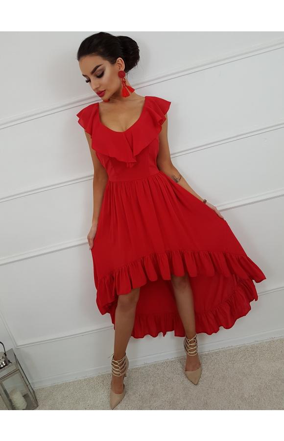 Czerwona sukienka bez rękawów i z dekoltem w szpic. Asymetryczny fason klasycznej hiszpanki.