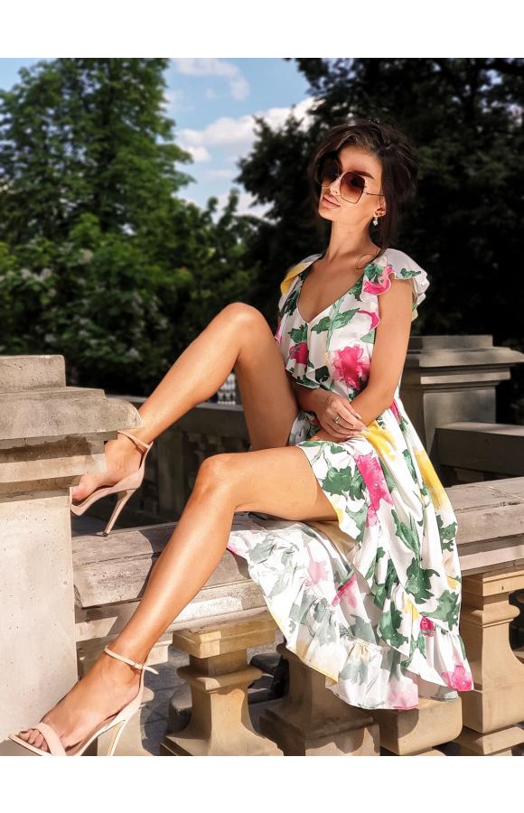 Przepiękna, asymetryczna sukienka w typie klasycznej hiszpanki z krótkim przodem i długim tyłem.