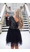Sukienka z długim rękawem i estetycznie wykończonym, przednim oraz tylnym dekoltem w szpic.
