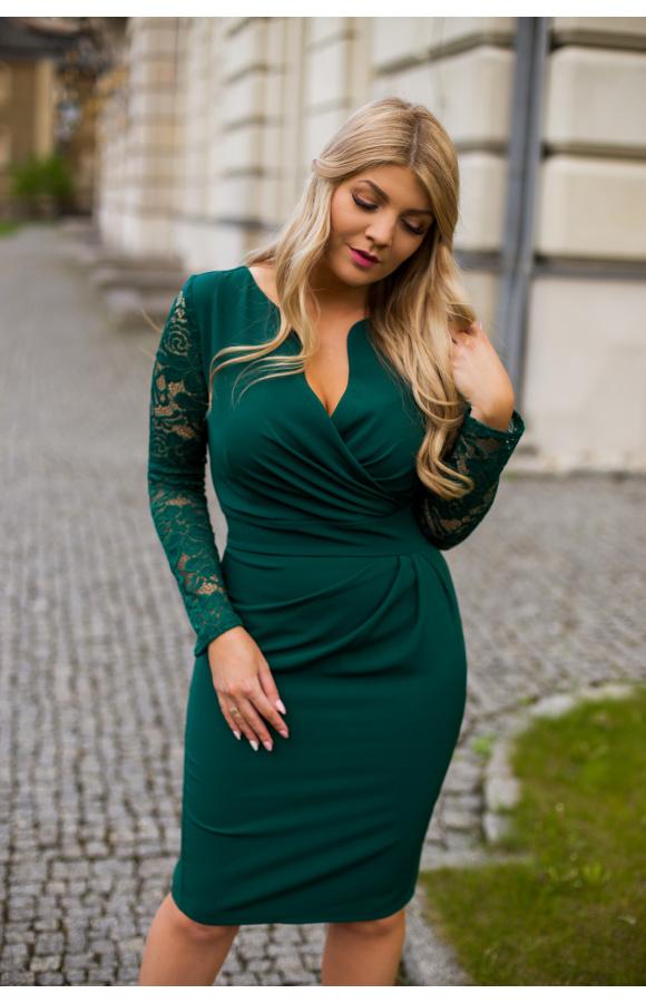 Elegancka sukienka z długim rękawem i kopertowym dekoltem w modnym odcieniu butelkowej zieleni.