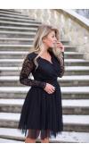 Sukienka z koronkową górą i wyraźnie odciętym w pasie, tiulowym i rozkloszowanym dołem.