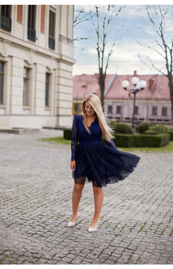 Sukienka świetnie sprawdzi się na weselu, studniówce, sylwestrze i dowolnej imprezie.