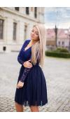 Granatowa sukienka midi o charakterze typowo wieczorowym i imprezowym.