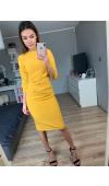 Stylowa sukienka z rękawem ¾ i drapowaniem, które może maskować drobne niedoskonałości figury.