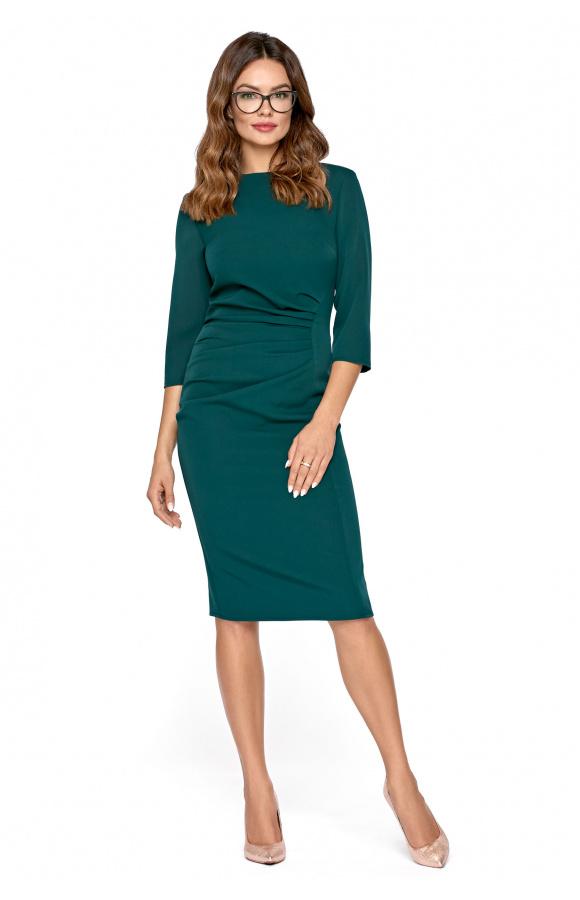 Sukienka za kolano o prostym kroju i z minimalnym, okrągłym dekoltem. Doskonała do pracy.