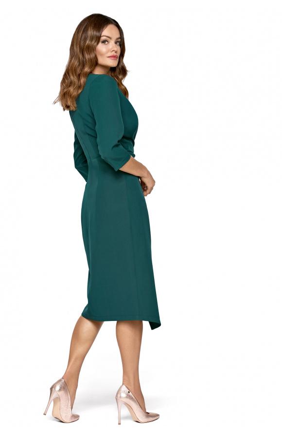 Stylowa sukienka midi odcinana w pasie z asymetrycznym dołem i marszczeniem maskującym brzuszek.