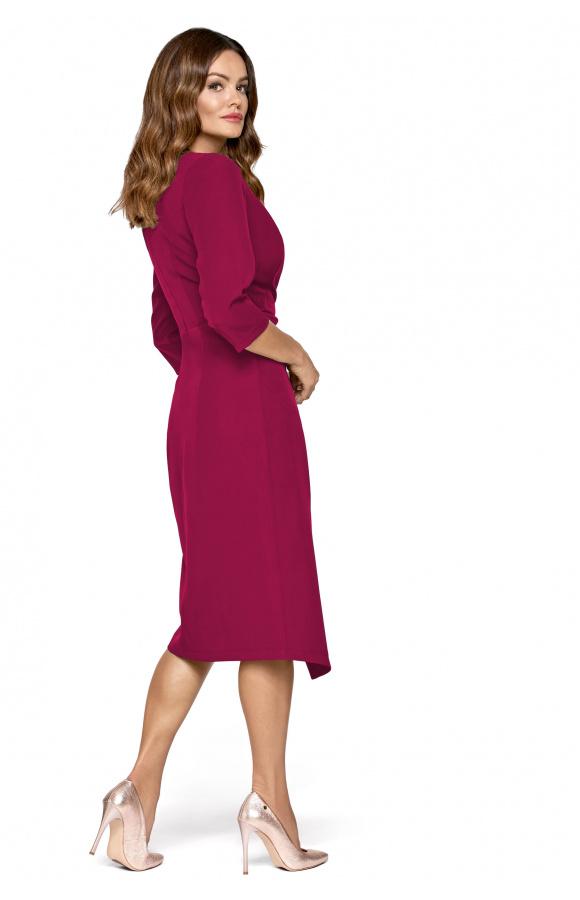 Sukienka może służyć jako strój casualowy albo kreacja wizytowa lub imprezowa.