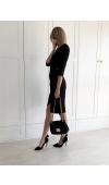 Czarna sukienka midi z kopertowym dekoltem i rękawem ¾. Długość za kolana pasuje na każdą okazję.