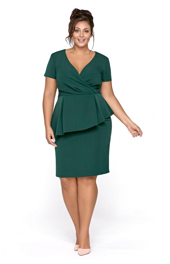 Elegancka, wizytowa sukienka z baskinką świetnie podkreśla figurę i jest dobra na różne okazje.