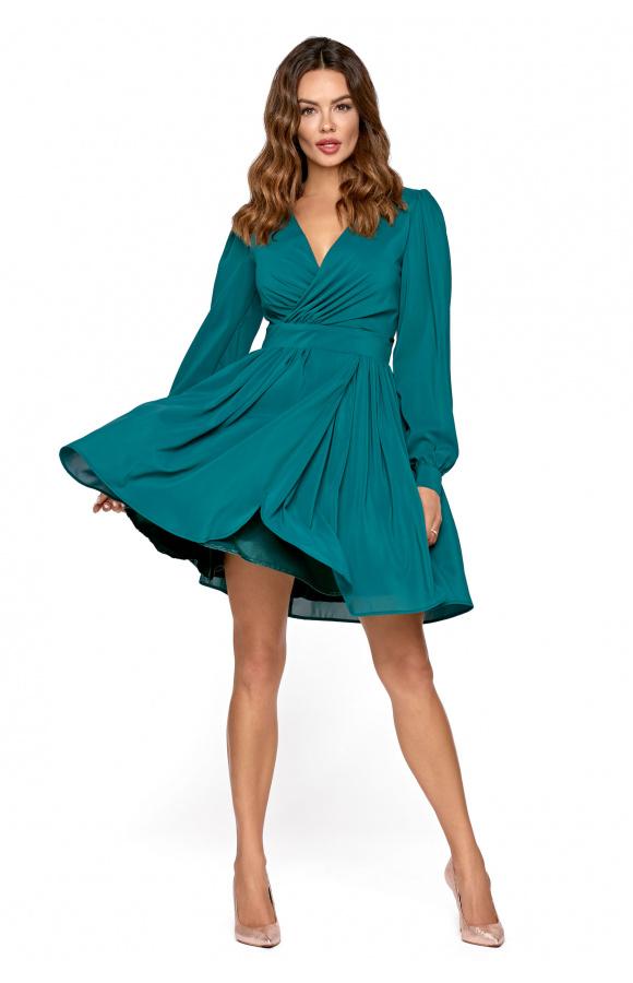 Koktajlowa sukienka z długim rękawem. Luźny krój z mocno rozkloszowanym dołem dodaje uniwersalności.