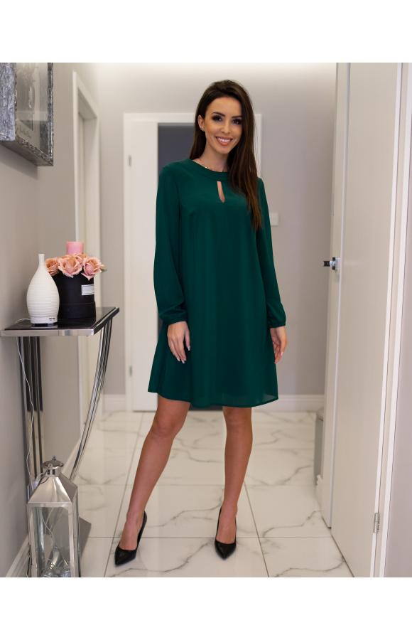 Trapezowa mini sukienka z szyfonu w odcieniu szmaragdu to definicja ponadczasowej elegancji.