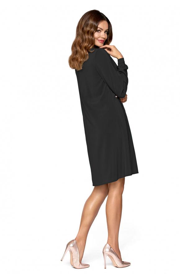 Zachowawczy krój i długość do kolana czyni ją idealną na każdą okazję, także formalną.