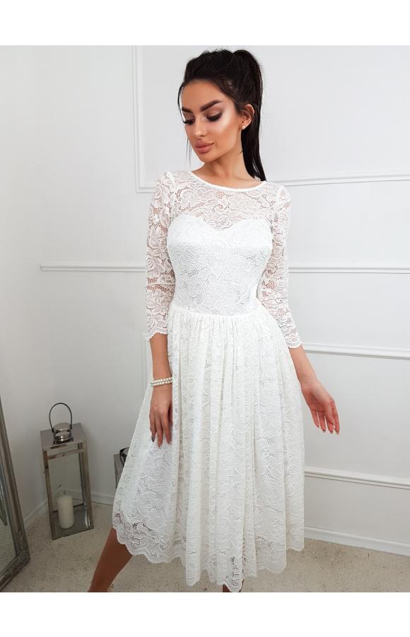 Sukienka z rozkloszowanym dołem jest doskonała do tańca. Wpisuje się w styl boho i nie tylko.