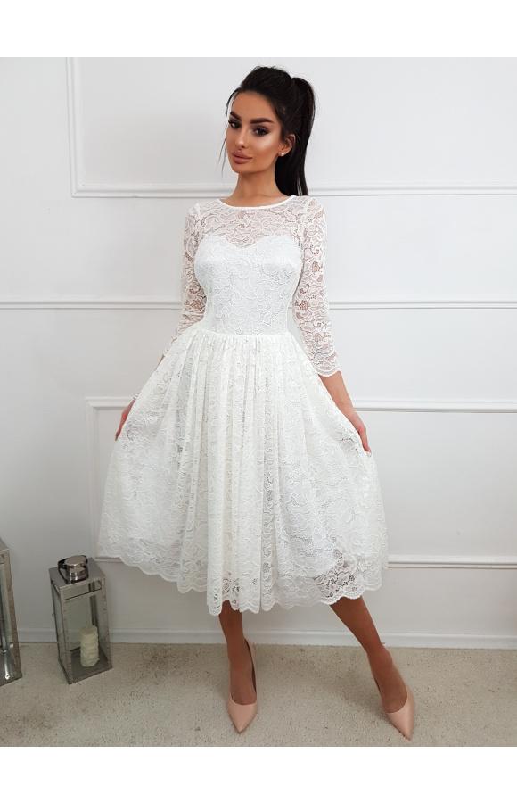 Zachwycająca sukienka midi z białej koronki. Idealna na wyjątkowe okazje, w tym na ślub i wesele.