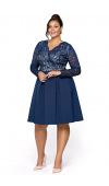 Granatowa, wizytowa sukienka midi z długim rękawem. Dostępna w rozmiarach plus size.