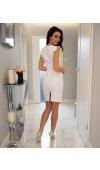 Delikatna kolorystyka i prosty krój czynią sukienkę fantastyczną opcją na dowolną okazję.