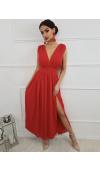 Fantastyczna, długa suknia w kolorze czerwonym to pomysł na zmysłowy look.