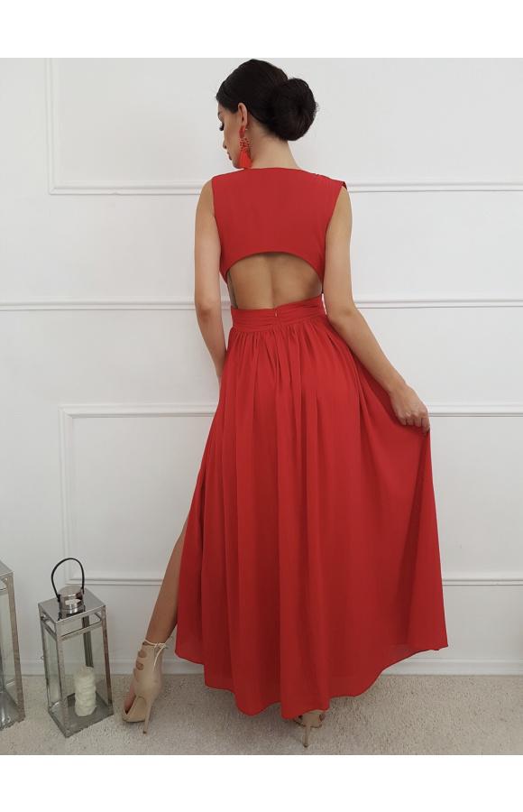 Suknia ma oryginalne wycięcie pod łopatkami. To element nadający jej unikatowości.