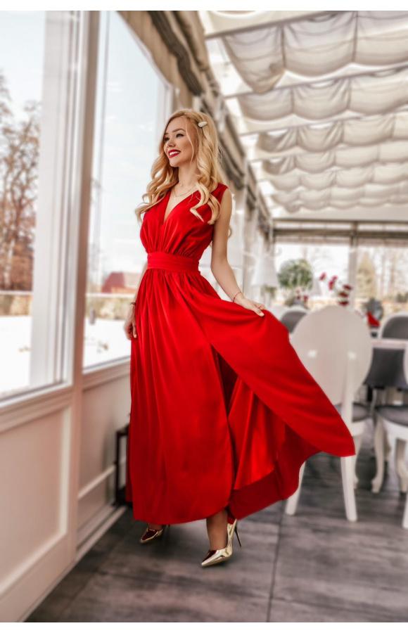 Niebanalny design i ognisty kolor sprawiają, że sukienka doda pewności siebie!