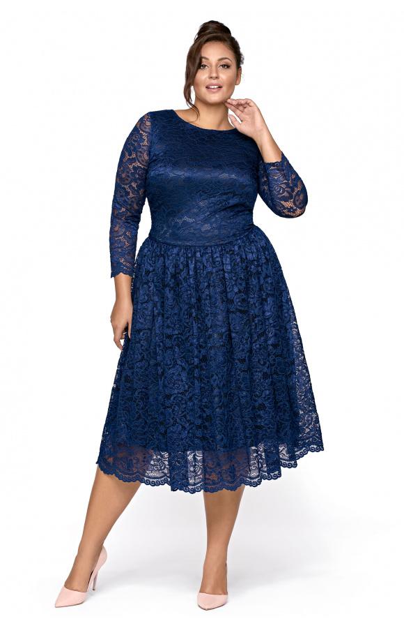 Prosty fason z długim rękawem i odcinaną w talii spódnicą nadaje ponętnych kształtów.