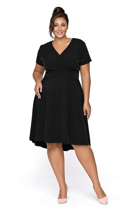 Czarna sukienka midi z krótkim rękawem w klasycznym wydaniu. Dostępna w rozmiarach plus size.