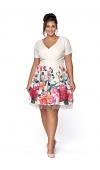 Zachwycająca, letnia sukienka midi z printem w kwiaty. Fasony plus size.