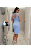 Elegancka sukienka wizytowa jest idealna na spotkania biznesowe i wszelkie uroczystości nieformalne.