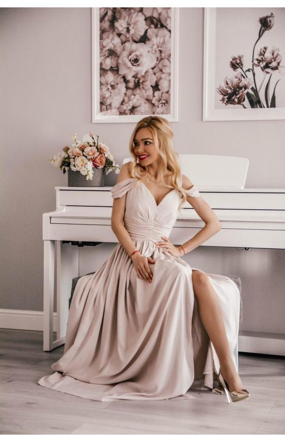 Elegancki fason maxi sprawdzi się podczas balu sylwestrowego, bankietu, wesela lub studniówki.