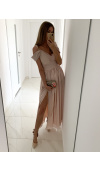 Oryginalna, długa suknia z szyfonu, który pięknie układa się na ciele.