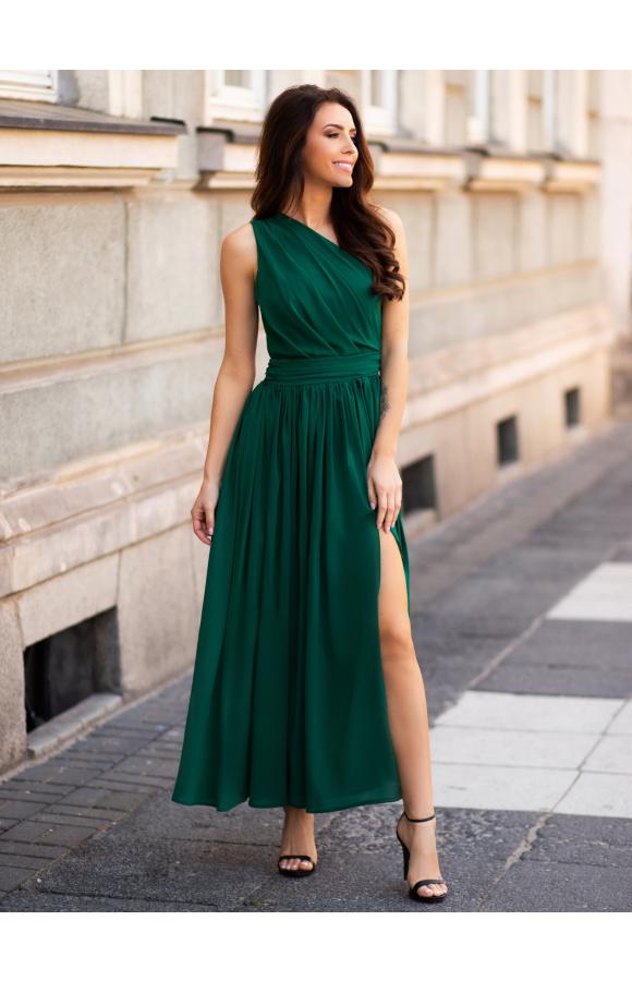 Efektowna, długa sukienka w kolorze butelkowej zieleni z asymetryczną górą i rozkloszowanym dołem.