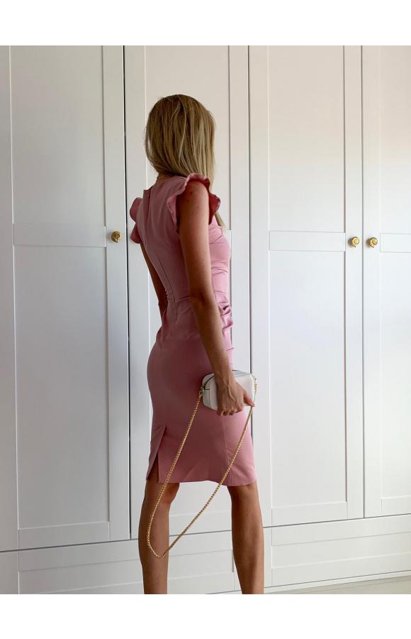 Dopasowana sukienka z marszczeniem w talii i falbanami przy rękawach oraz z boku spódnicy.