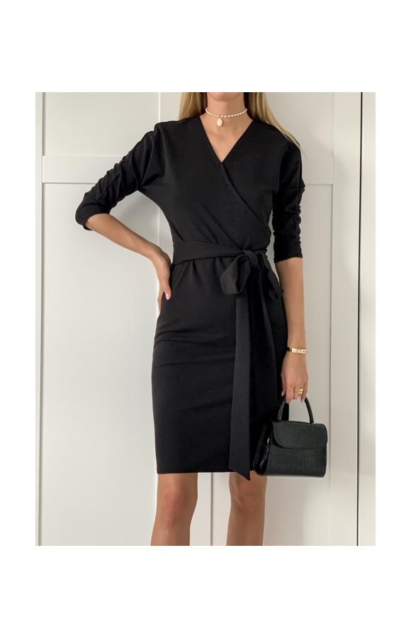Prosta sukienka midi z oryginalnymi dwoma paskami po bokach, które możesz dowolnie wiązać.
