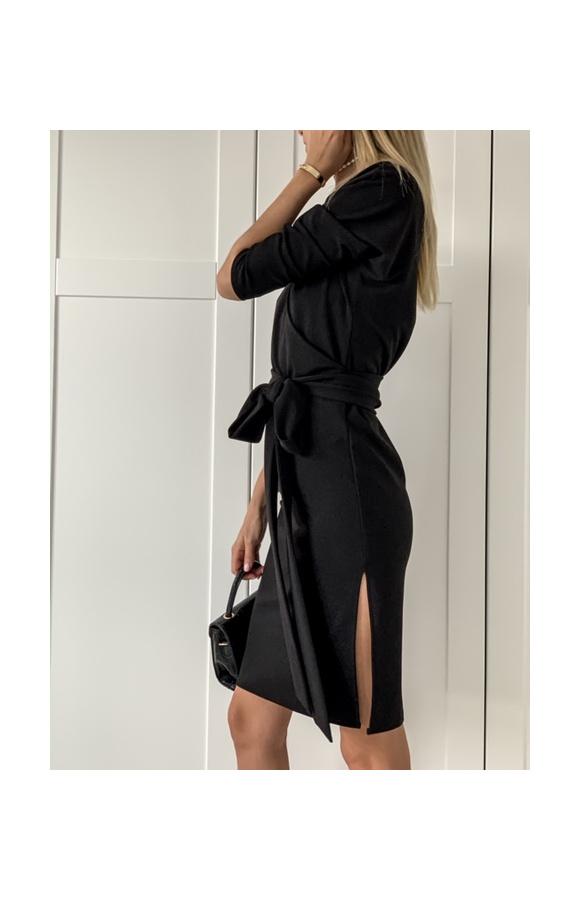 Seksowna sukienka na romantyczne randki oraz poważne wyjścia. Może wpisać się w dress code.