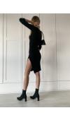 Sukienka została uszyta z dostatecznie rozciągliwej tkaniny, która gwarantuje maksymalny komfort.