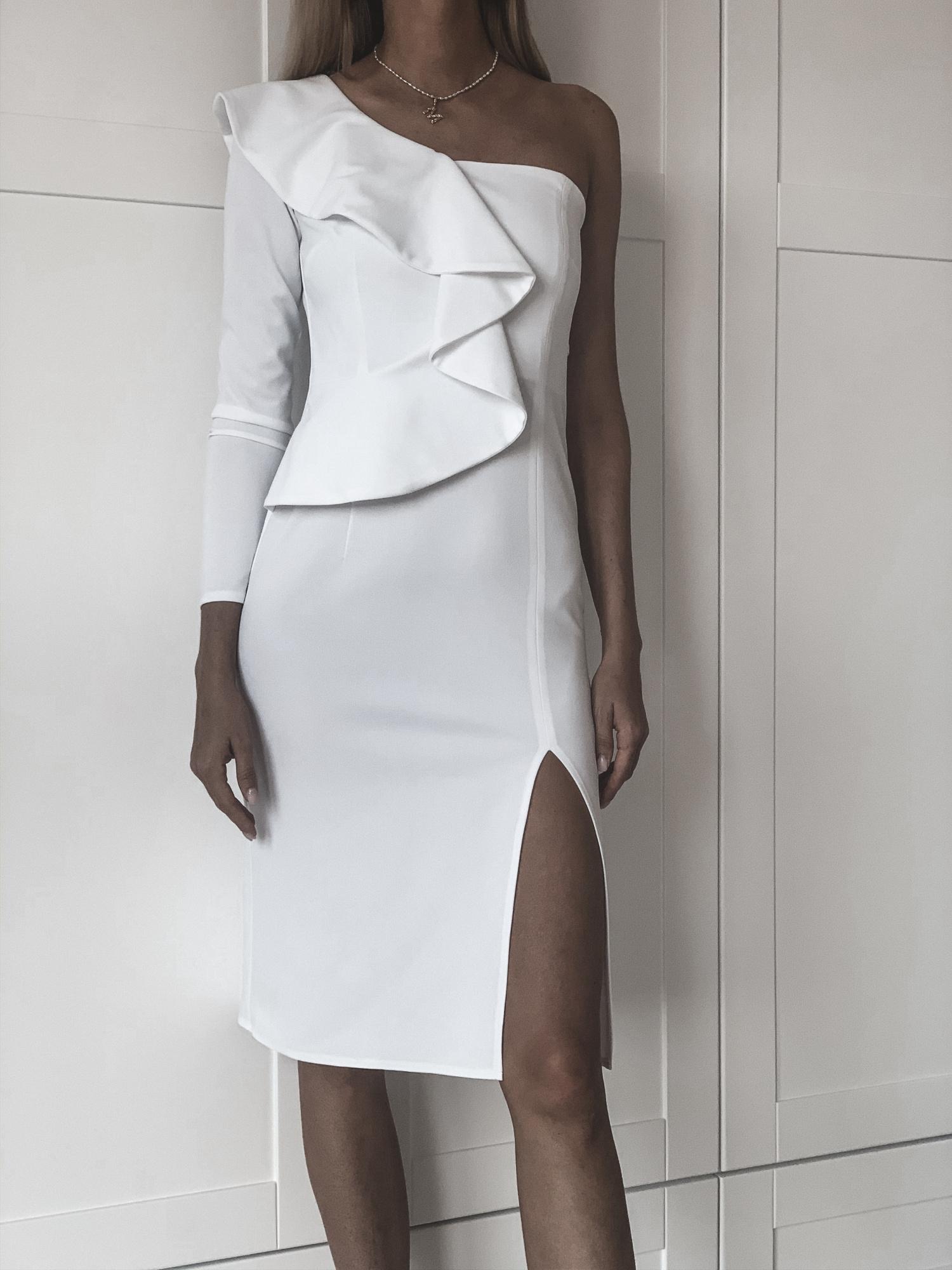 Inez Biała asymetryczna sukienka z falbaną KM325 4 ❤ Kartes Moda ❤