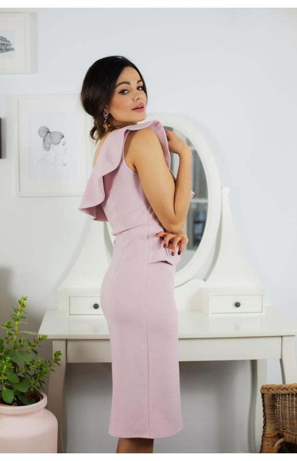 Seksowna sukienka na ważne wyjścia o długości midi. Ozdobna falbana dodaje jej oryginalności.