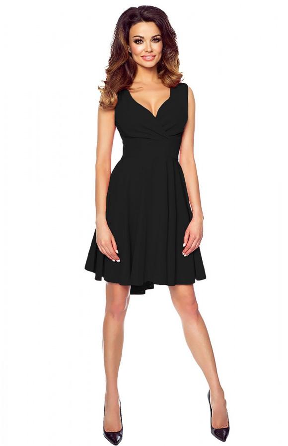 Sukienka bez rękawów i z dużym dekoltem w kształcie V. Zwężana w talii, rozkloszowana u dołu.