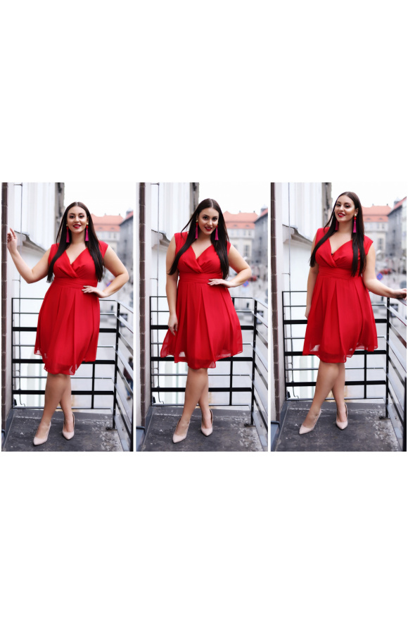 Dostępna także w rozmiarach plus size sukienka jest doskonała na letnie dni i na wieczorne wyjścia.