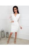 Elegancka, kremowa sukienka mini z długim rękawem pasuje na wiele wyjątkowych okazji.