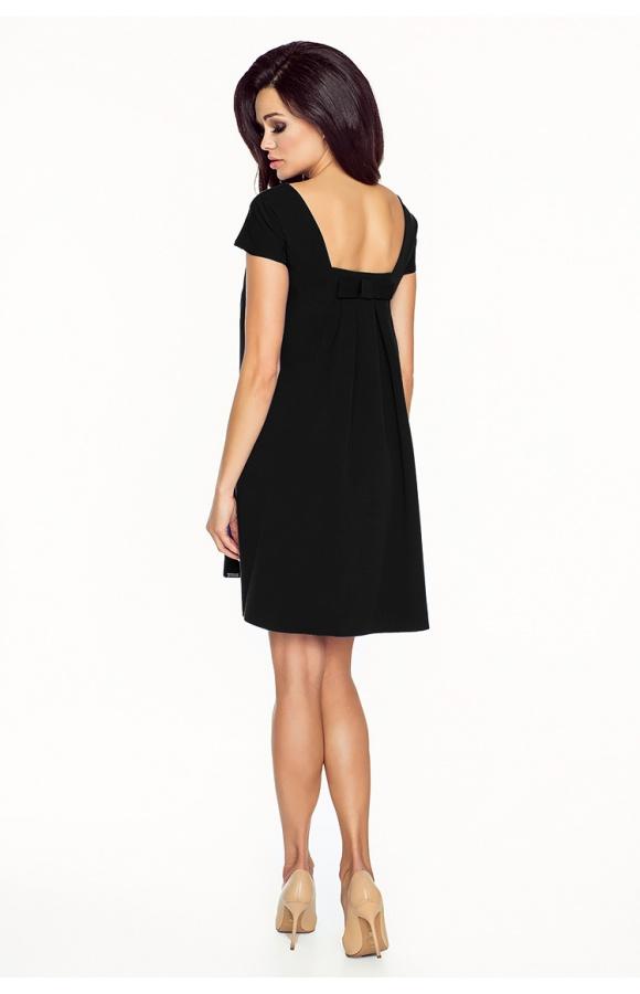 Klasyczna, trapezowa sukienka mini z krótkim rękawem w kolorze czarnym.