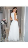 Biała, długa sukienka wspaniale sprawdzi się jako strój na ślub cywilny, studniówkę i nie tylko.