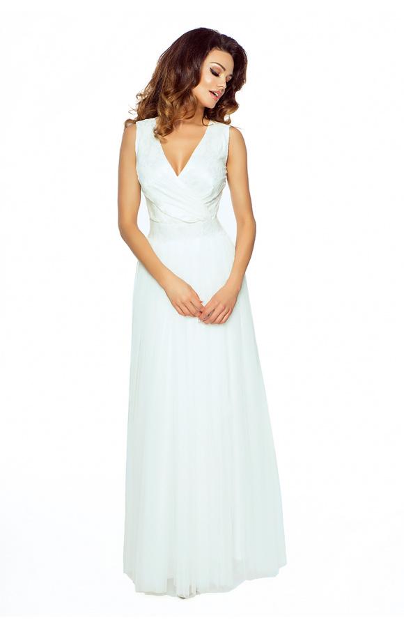 Połączenie tiulu i koronki daje imponujący efekt, a sukienka pięknie układa się na ciele.