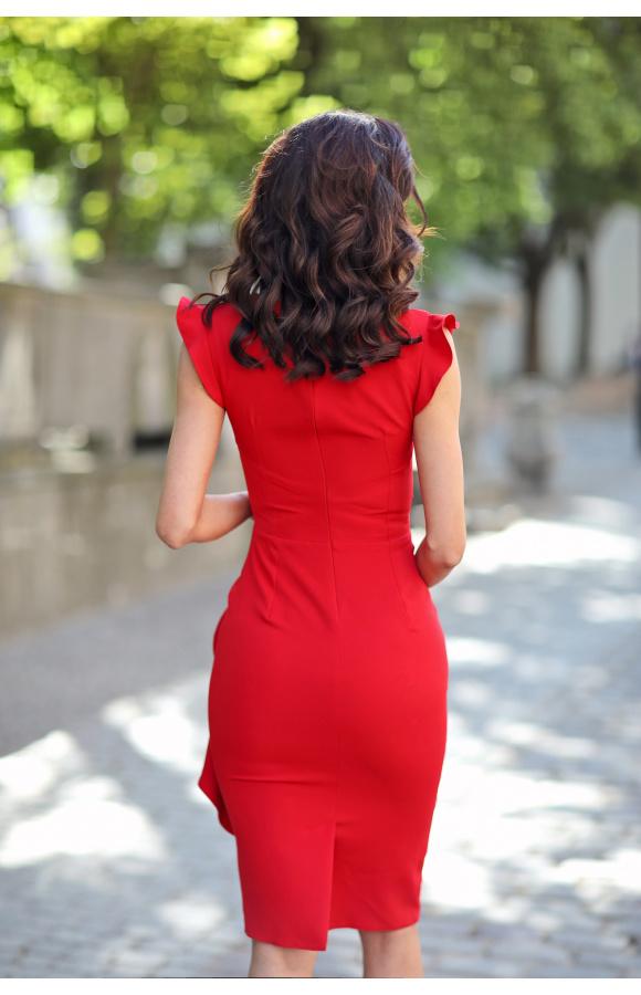 Model sprawdzi się jako lekka sukienka koktajlowa lub elegancka kreacja na wieczór.